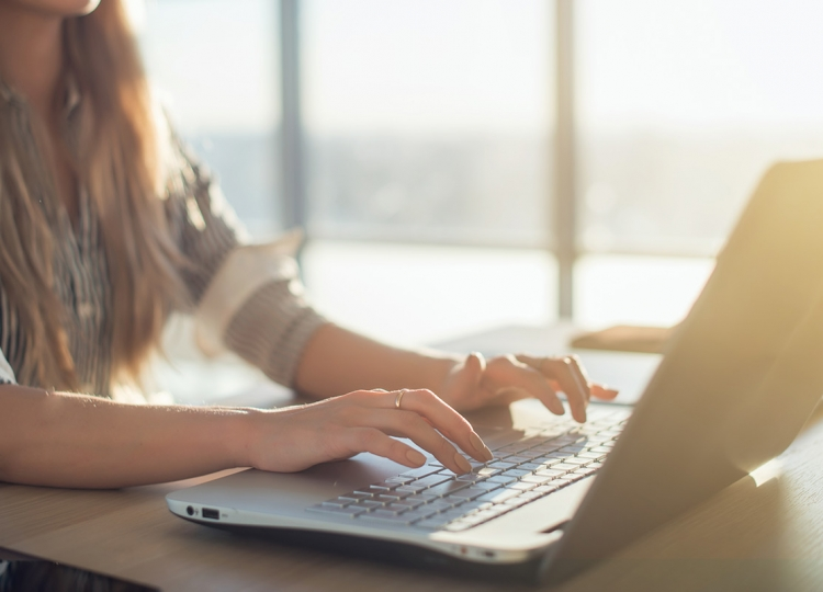 Online Learning - Woman using laptop
